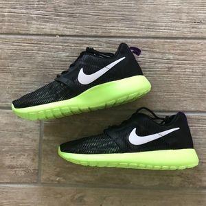c4944bde9e1d4 Nike Shoes - NIKE Rosherun Flight weight-705486-003
